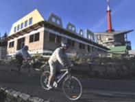 Nová chata na vrcholu Lysé hory přivítá turisty asi už tuto zimu.