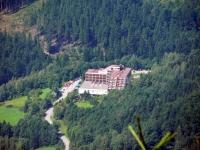 Hotel Petr Bezruč v údolí Lysé hory.